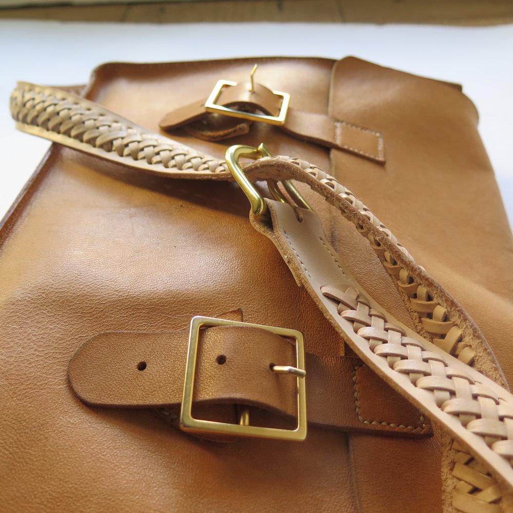 Mary-Savel-Bucky-Bag-Leather-handbag-saddle-stitch.7.JPG