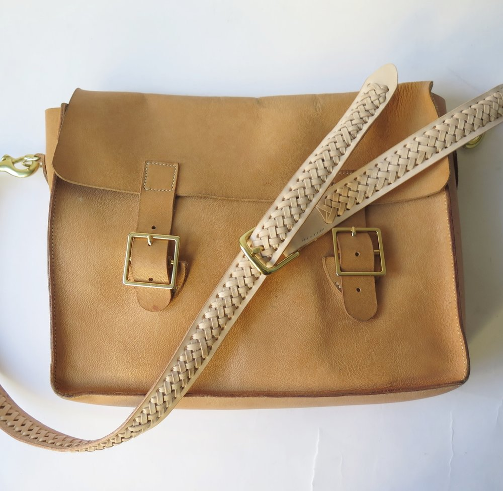 Mary-Savel-Bucky-Bag-Leather-handbag-saddle-stitch.9.JPG