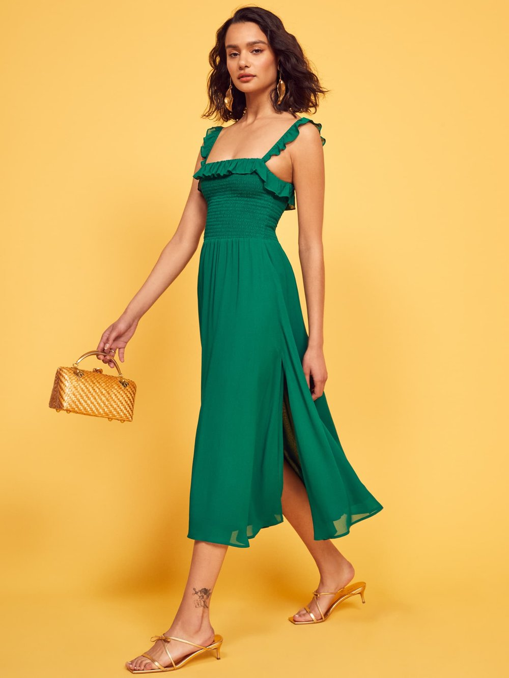 Reformation Siesta Dress - This particular shade of green slays me every time. And here it is, in full glory, on this 100% viscose dress that's sustainably made in Los Angeles.