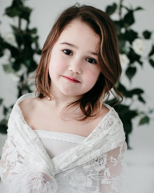 Miss Della 💕 slowly going thru the photos from my minis this weekend ❤️ #portraitphotography #child #childmodel #lace #nataliebowersphotography #minisessions