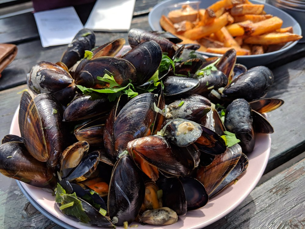 Mussels and frites along the canal