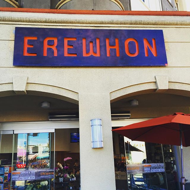 New Gorilla Life home shout out. Well you can't hear us shouting but we are. Thilled to be in Erewhon Market in mid-city LA! Doing demos today and tomorrow! Come say hi and get your Friday greens! #erewhonmarket #erewhon #erewhonloyalty #erewhonfoodie #GorillaLife #GreenDrink #DrinkYourGreens #DrinkLife #DrinkGorillaLife