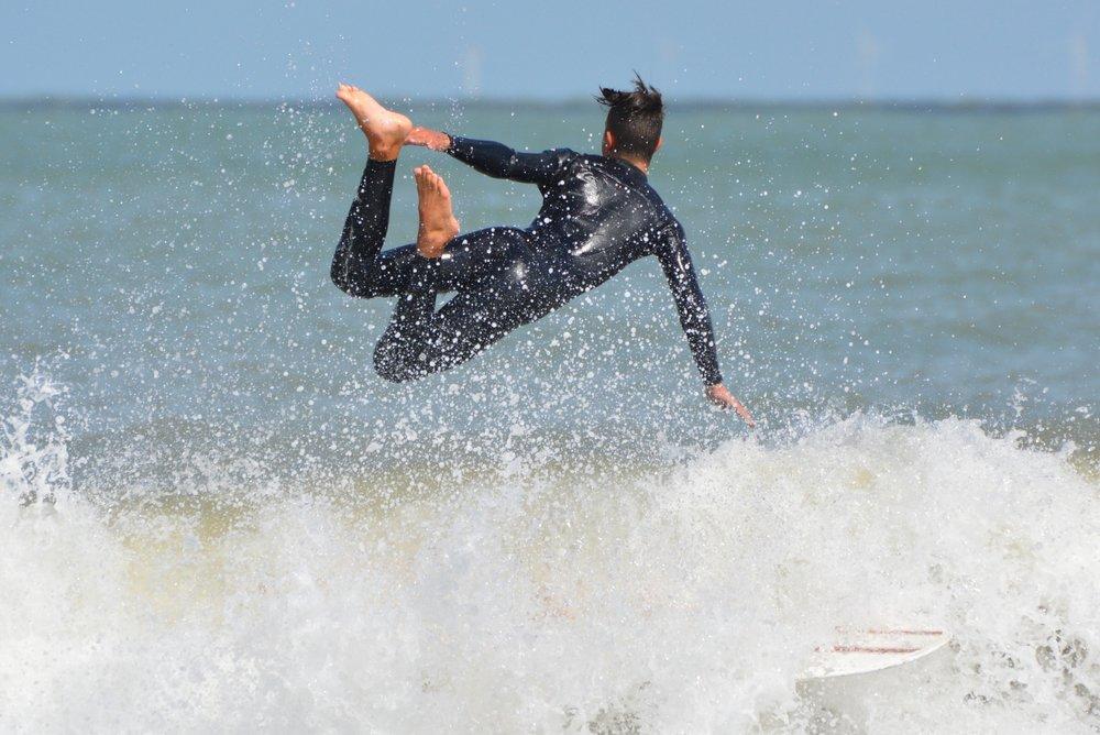 surfer-863714_1920.jpg