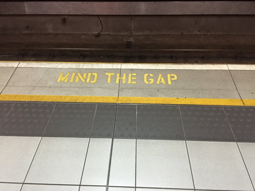 mind-the-gap-882368_1920.jpg