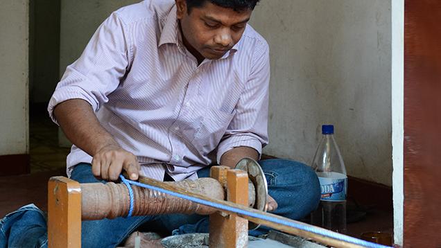 Traditional hand powered cutting machines in Sri Lanka (Gia.edu)