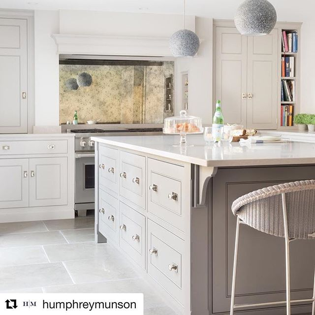Here's a little Monday afternoon kitchen inspiration via @humphreymunson. They always have such a beautiful fresh perspective on traditional detailing and style.