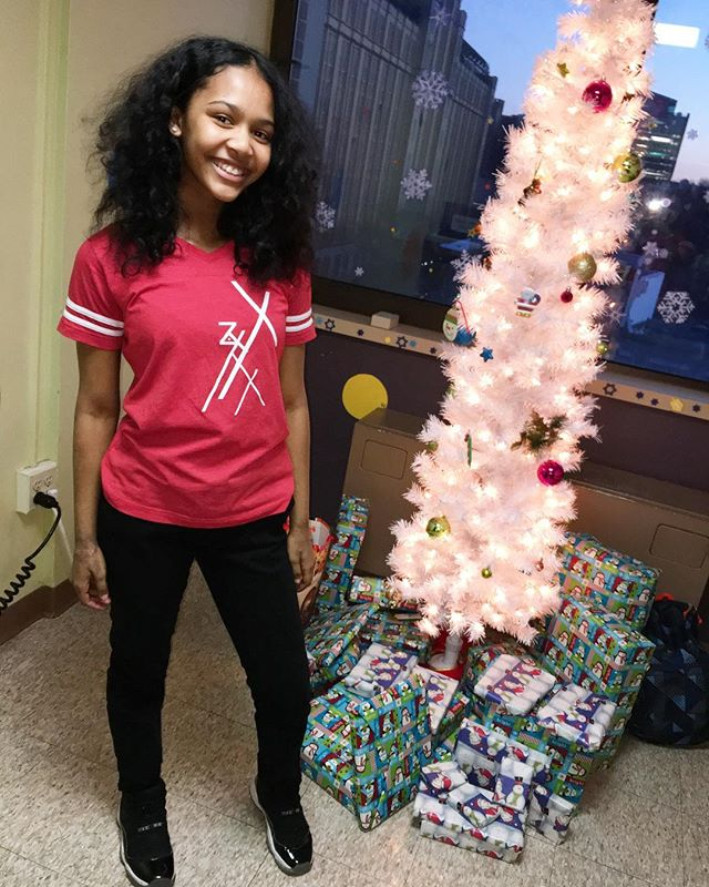 Captain @samarasjade at @bk_hospital to pass out toys for Lotus first Toy Drive  _____________________________________________________  For everything #LotusWeCreate please visit our website at LotusWeCreate.org _____________________________________________________ #Dancers #dance #dancerlife #danceislife #photoshoot #swag #commercial #videoshoot #kids #blog #nonprofit #lotuswecreate #swag #style #fashion #mix #black #model #theonlyjerzey #hiphop #studio #performance #freestyle #Sponsors #DanceVideos #HBO #HBOSponsored