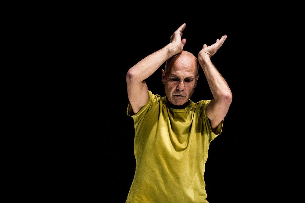 Virgilio Sieni/Eivind Aarset   Isolotto   By Compagnia Virgilio Sieni. With Virgilio Sieni. Live music Eivind Aarset  Prato, 2016