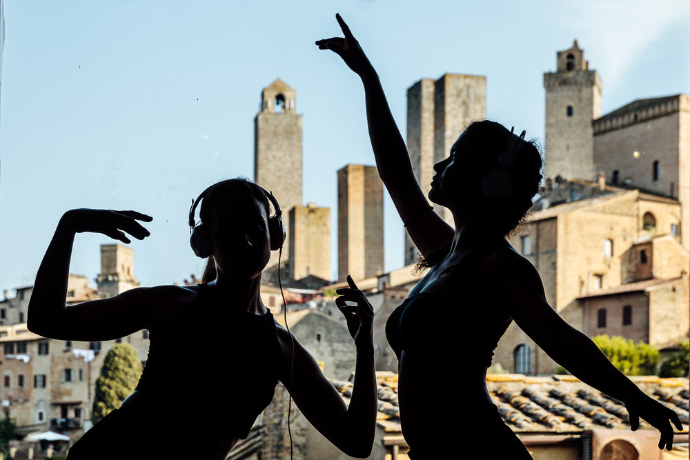 Teatro Or | Alice meets Dorothy   Directed by Tiziano Massaroni. With Elena Gelli, Chiara Bollettino, Fanny Fabbri, Eva Scalzi e Valerio Signorini  San Gimignano, 2017