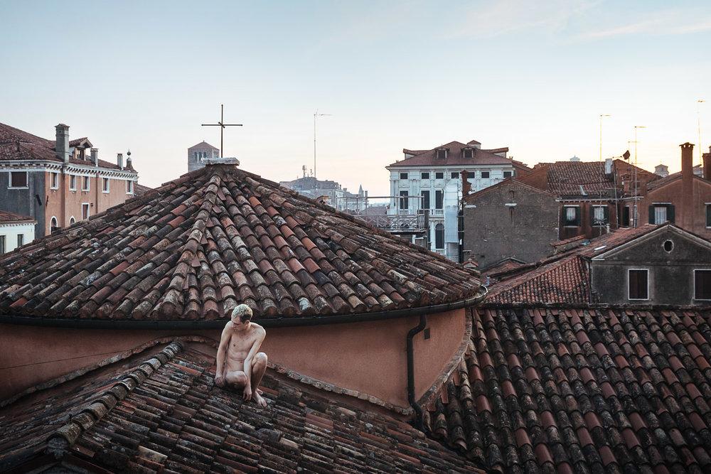 Jin Bells | A body for Venice in December    Venice International Performance Art Week   Venice, 2016