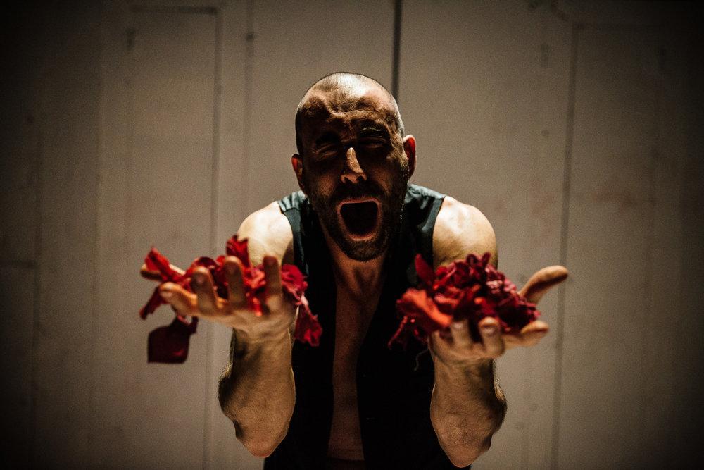 Teatro Del Carretto | Le mille e una notte   Teatro Del Carretto, directed by Maria Grazia Cipriani. Set designer Graziano Gregori. With Nicolò Belliti, Giacomo Vezzani and Elsa Bossi  Lucca, 2014