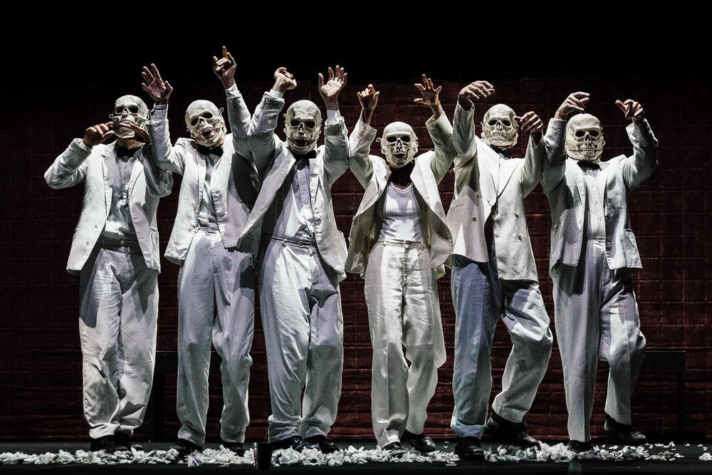 Teatro Del Carretto |Amleto   Teatro Del Carretto, directed by Maria Grazia Cipriani. Set designer Graziano Gregori. With Carlo Gambaro, Elsa Bossi, Nicolò Belliti, Giacomo Vezzani, Andrea Jonathan Bertolai, Alex Sassatelli, Giacomo Pecchia  Poggibonsi, 2011