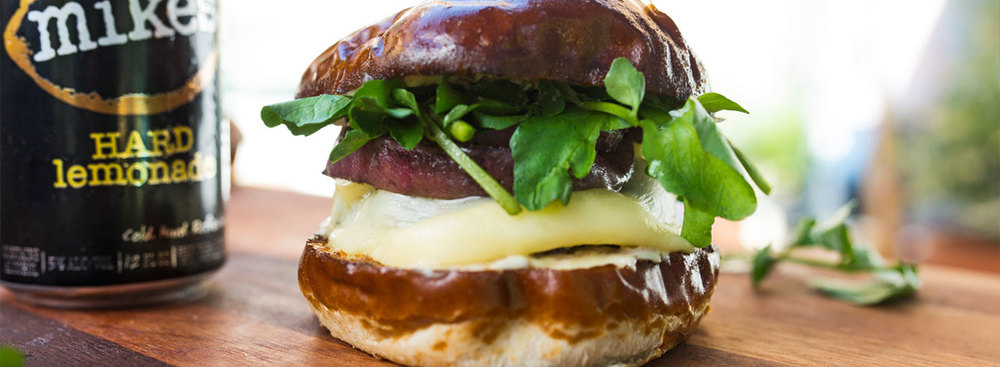 Graham Elliot's GrahamBurger