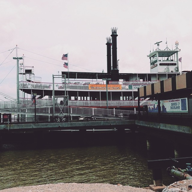 A D V E N T U R E  B O A T  This beautiful steamboat is an inspiration! How many men & women went up and down the Mississippi River on an incredible adventure?! Thanks @yeahjasmine for reminding us that however we can go, just get out there and explore the city! #CityinaDay