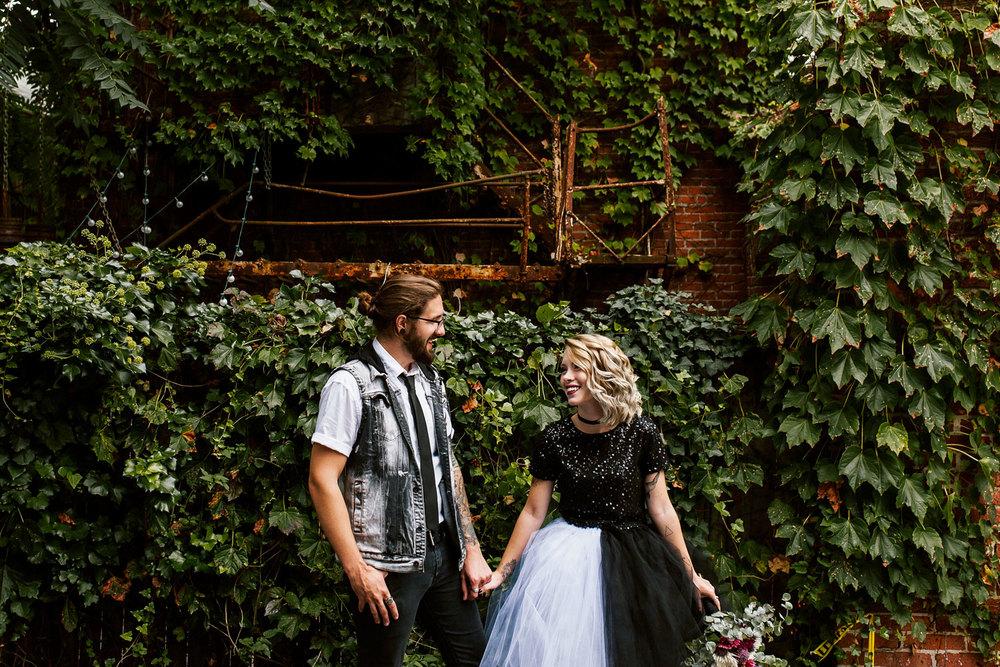 ashleyandjustinphotography_offbeatdowntownlancasterpawedding