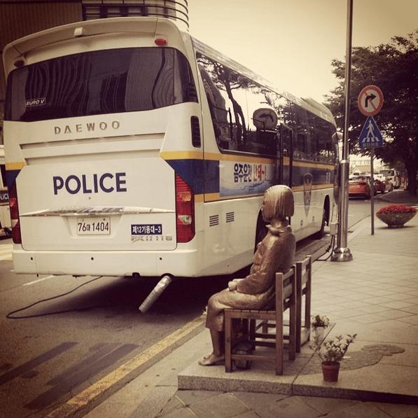 Comfort-Woman-statue-Seoul-2014.png