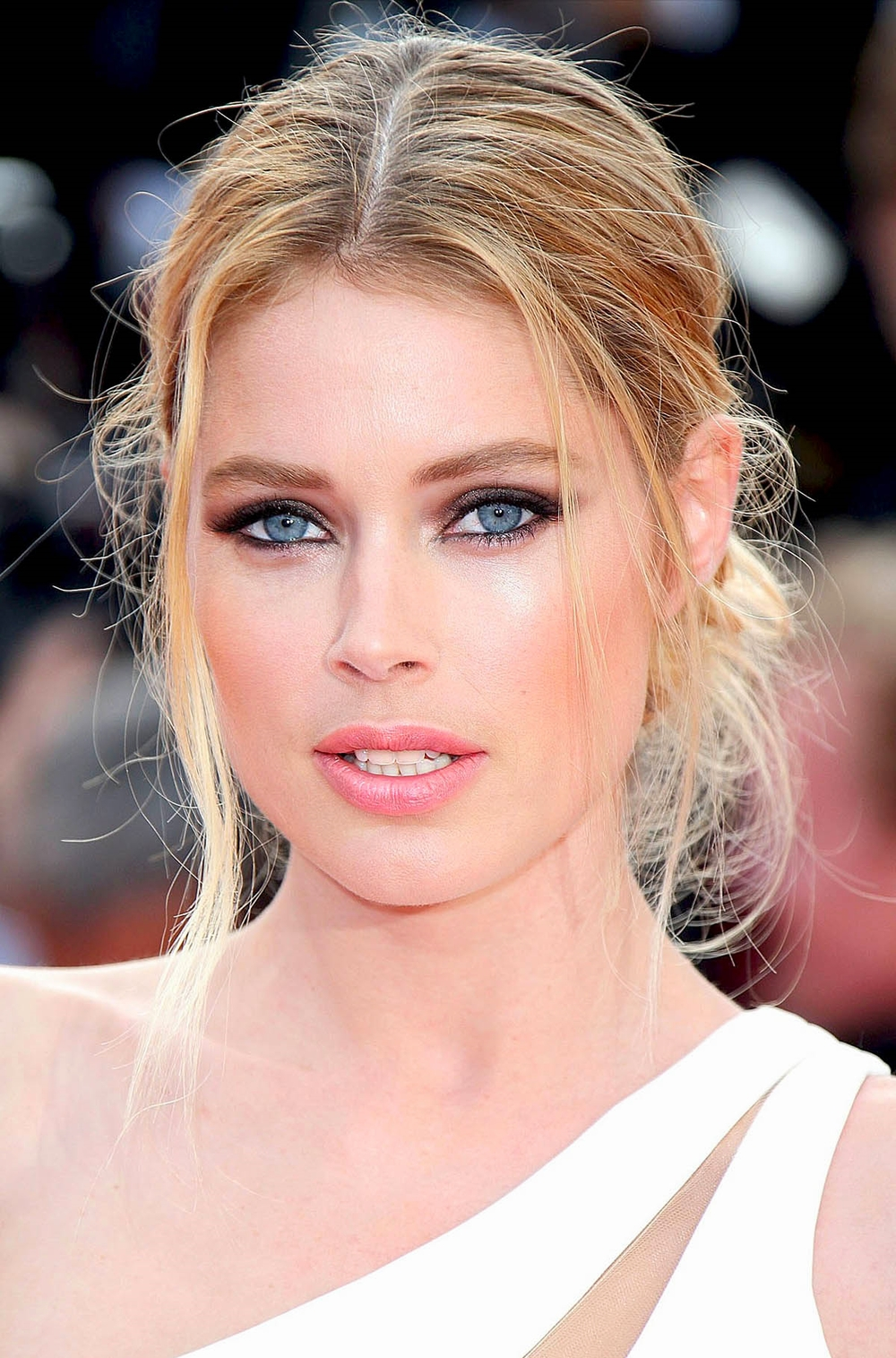 Doutzen Kroes's at the Cannes Opening Ceremony in Atelier Versace             Photo by Getty