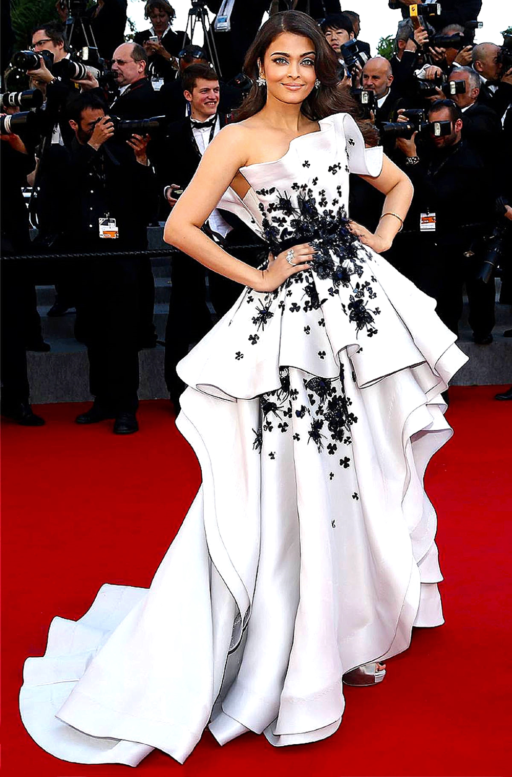 Aishwarya Rai in  Ralph & Russo Couture  with Chopard jewels            Ralph & Russo/ facebook.com