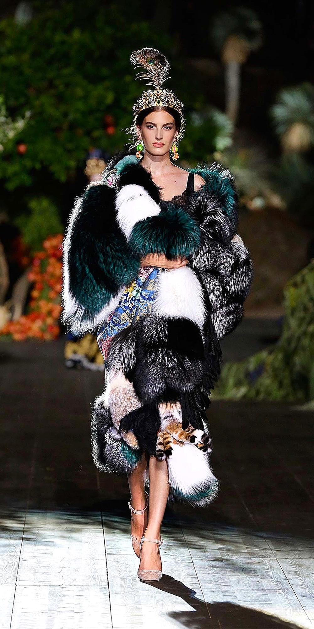 9bcc6ed4b02 Dolce   Gabbana s Midsummer Night s Dream  Alta Moda Autumn Winter ...