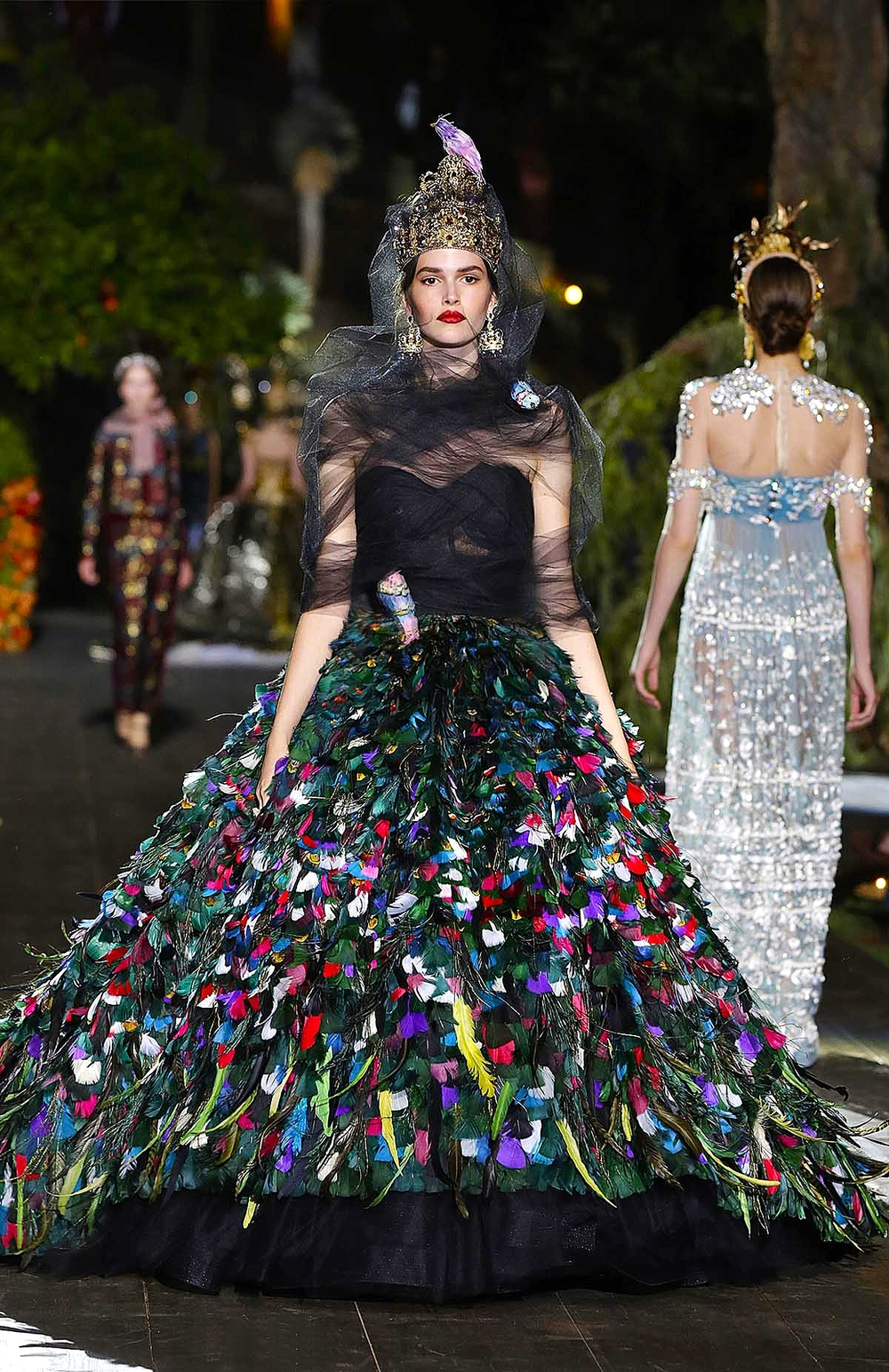Dolce gabbana s midsummer night s dream alta moda for Haute couture requirements