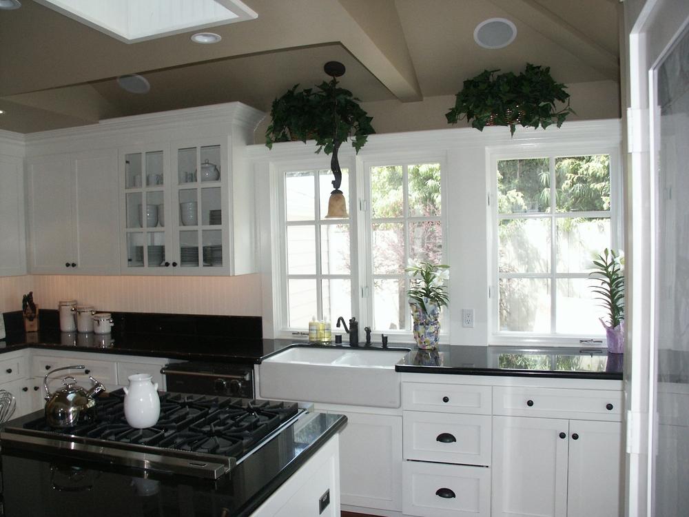 4.kitchen.jpg