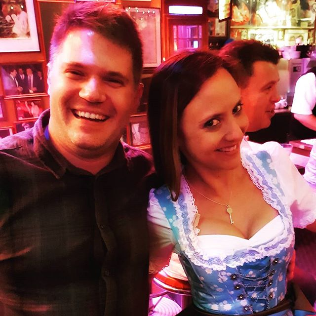 Opening weekend fun with @trudi.m 🍻 #oktoberfest2017 #nightout #drinks #insidermoments #dirndl #gorgeous #newfriends #traveltheworld #ontour