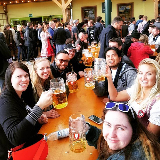 It was only a month ago 🍻 #oktoberfest2017 #beer #insidermoments #ontour #newfriends #munich #prost
