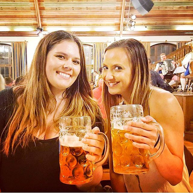 Beer Babes at Oktoberfest 🍻 #oktoberfest #beerbabe #insidermoments #beer #cheers #stein #from #aroundtheworld #traveltheworld #funtimes with @trudi.m @pedersonsm
