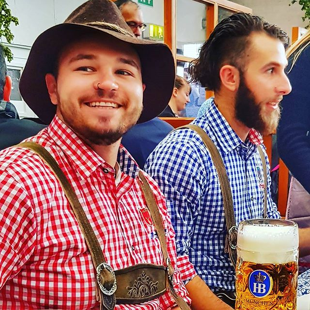 Always a good time in beer tents 🍻 #beerbuddies #beer #tent #munich #hofbrau #livethedream #traveltheworld #insidermoments #morebeer #greatpeople #oktoberfest