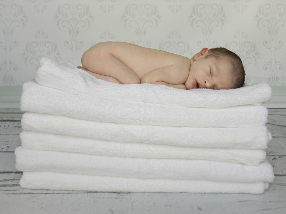 Hamilton-newborn-photography-curled-up-on-towels.jpg