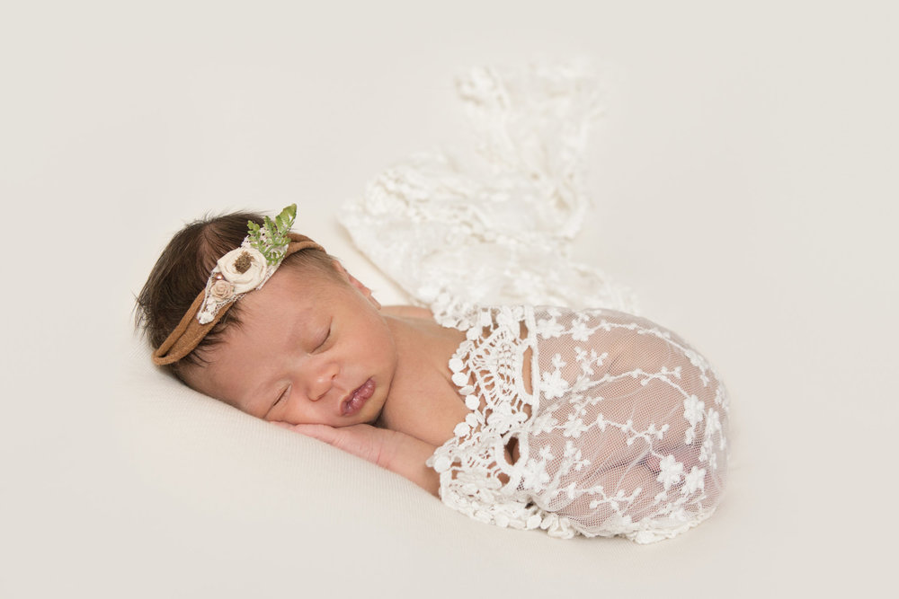 Waikato-newborn-photographer-lace-and-flowers.jpg