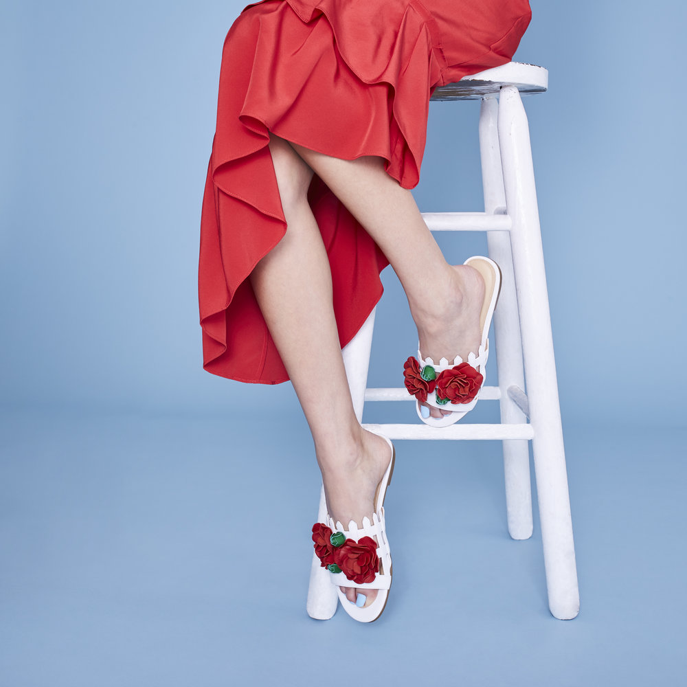2017-12-08_Katy-Perry-Shoes_Shot 14 Fence Flowers_039.jpg