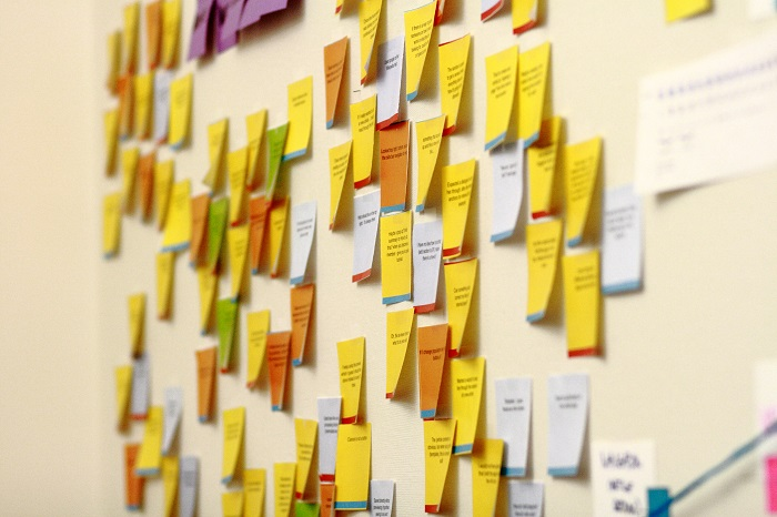 (Sticky notes on the wall of Wikimedia Foundation office | Sage Ross)