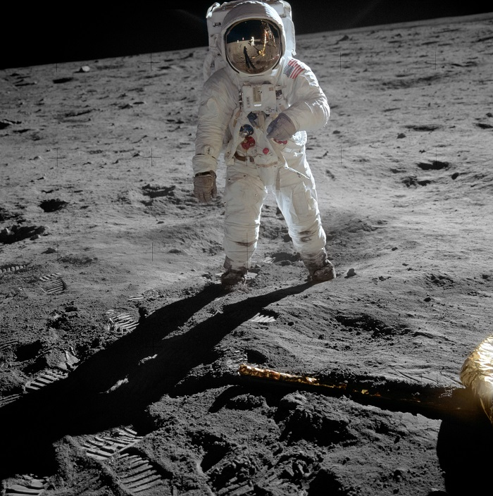 ( Buzz Aldrin on the moon, allowing Neil Armstrong to photograph both of them using the visor's reflection . July 21, 1969 | NASA)