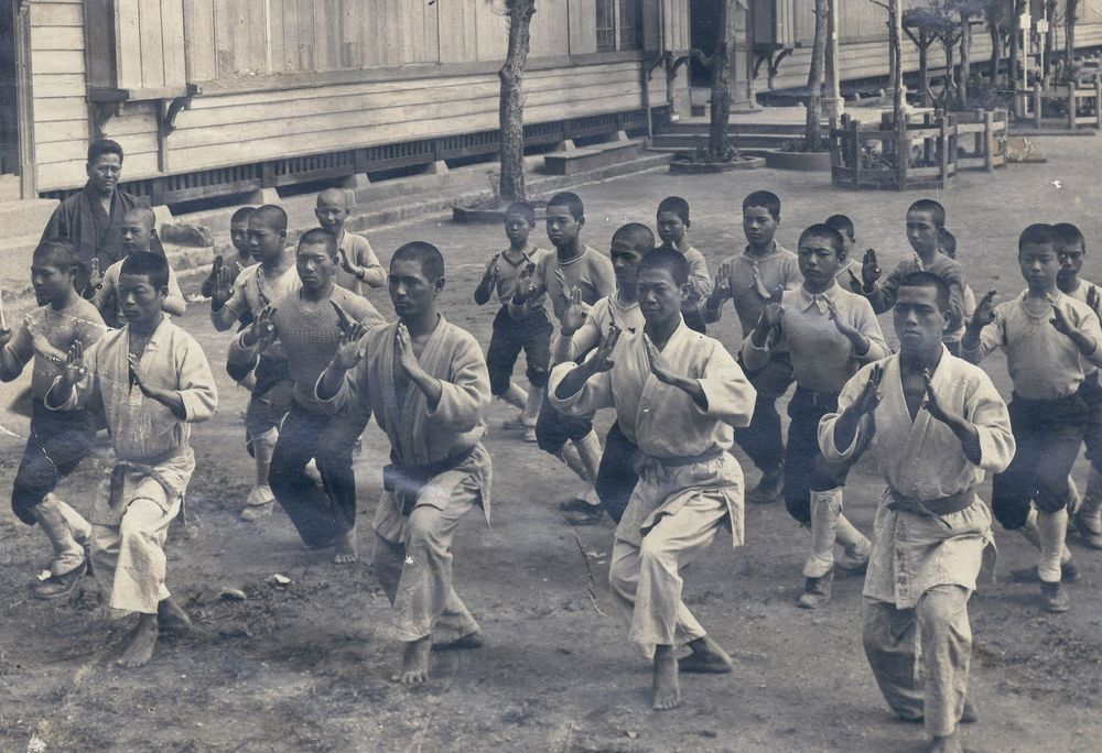 SENSEI MIYAGI CHOJUN TEACHING KARATE TO SCHOOL KIDS. C. 1930.