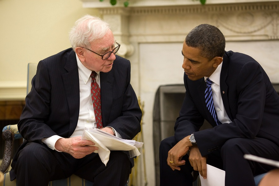( Warren Buffett advising President Barack Obama in the Oval Office  | Pete Souza)