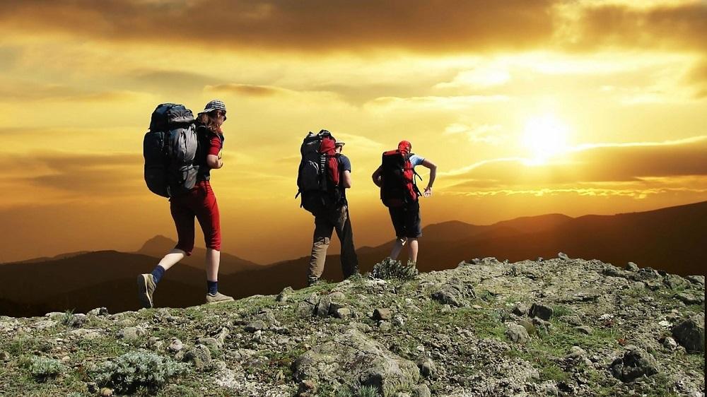 ( Hiking at sunset  | skeeze)