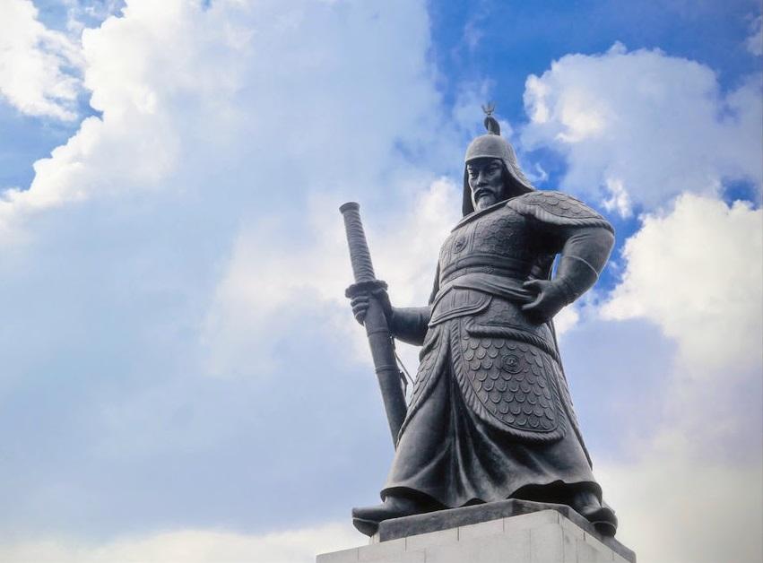 A statue of Admiral Yi Sun-Sin