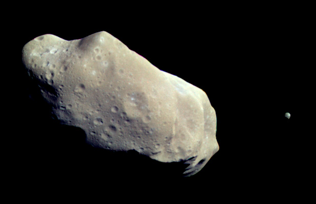 By 243_ida.jpg: NASA/JPL derivative work: Chzz ► (243_ida.jpg) [Public domain], via Wikimedia Commons