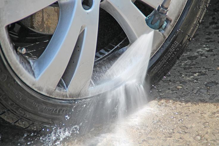 Gefahr der Reifenbeschädigung bei geringem Abstand von Lanzette und Reifen.