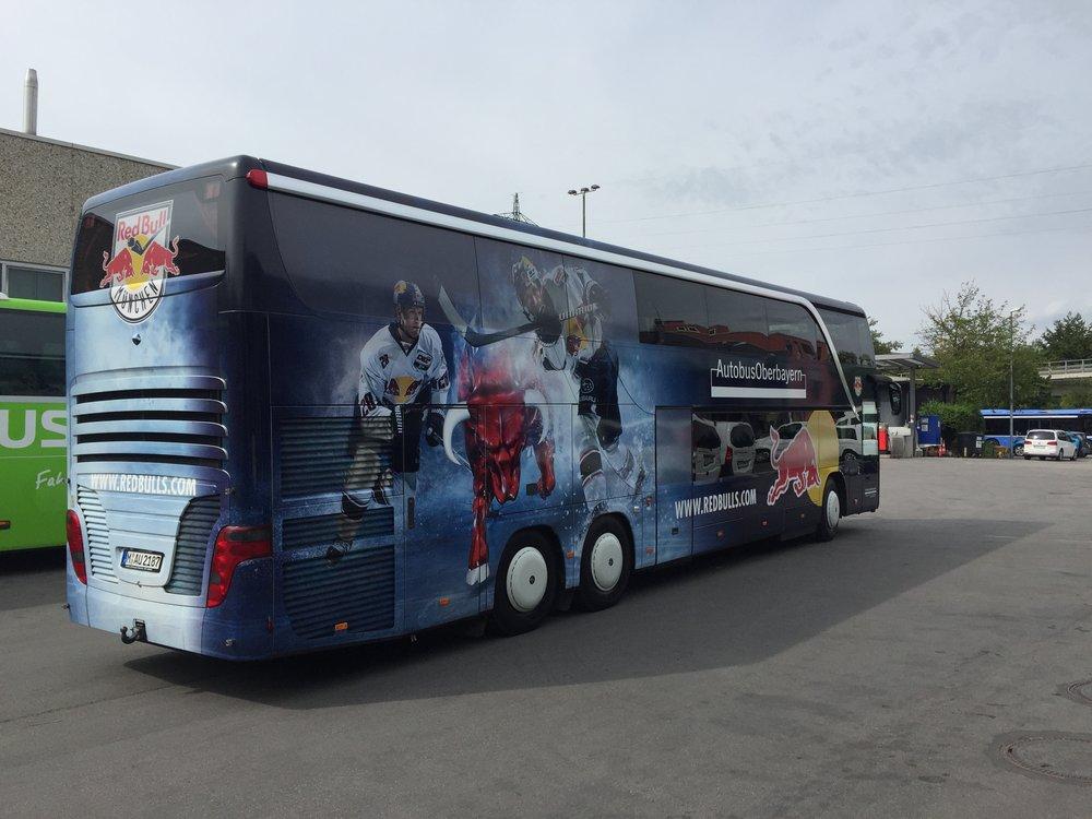 Der EHC Red Bull München Teambus ist seit 2017 auf YOKOHAMA Busreifen unterwegs, YOKOHAMA ist Reifenpartner des EHC #RedBullMünchen
