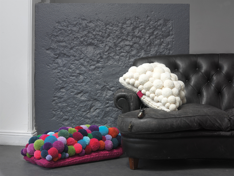 Pompon_Cushion