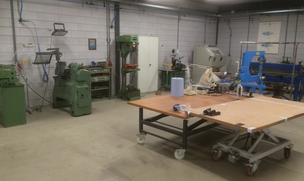 The well equipped machine workshop  allows for all sorts of treatment for metals and wood.  Why not come and see for yourself? Feel free to contact us directly so we can plan your visit.