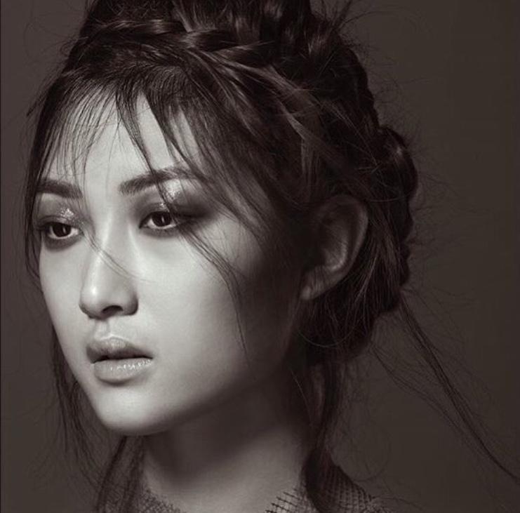 Photographer: David Sheldrick Hair: Shelley Sumner Makeup: Louise Lerego Model: Tia Xiao
