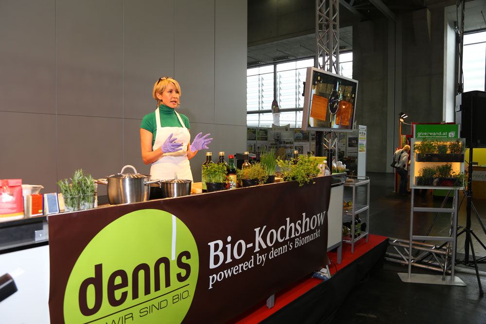 Heather cooks up some Vegan treats from her range of award winning VBites produts at the Vienna Green Expo. Heather delivered keynote speeches and live cooking demonstrations throughout the day.
