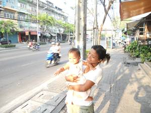 "Boonyalisa (aka ""BB"") with daughter, Monica, in Bangkok, 2012"