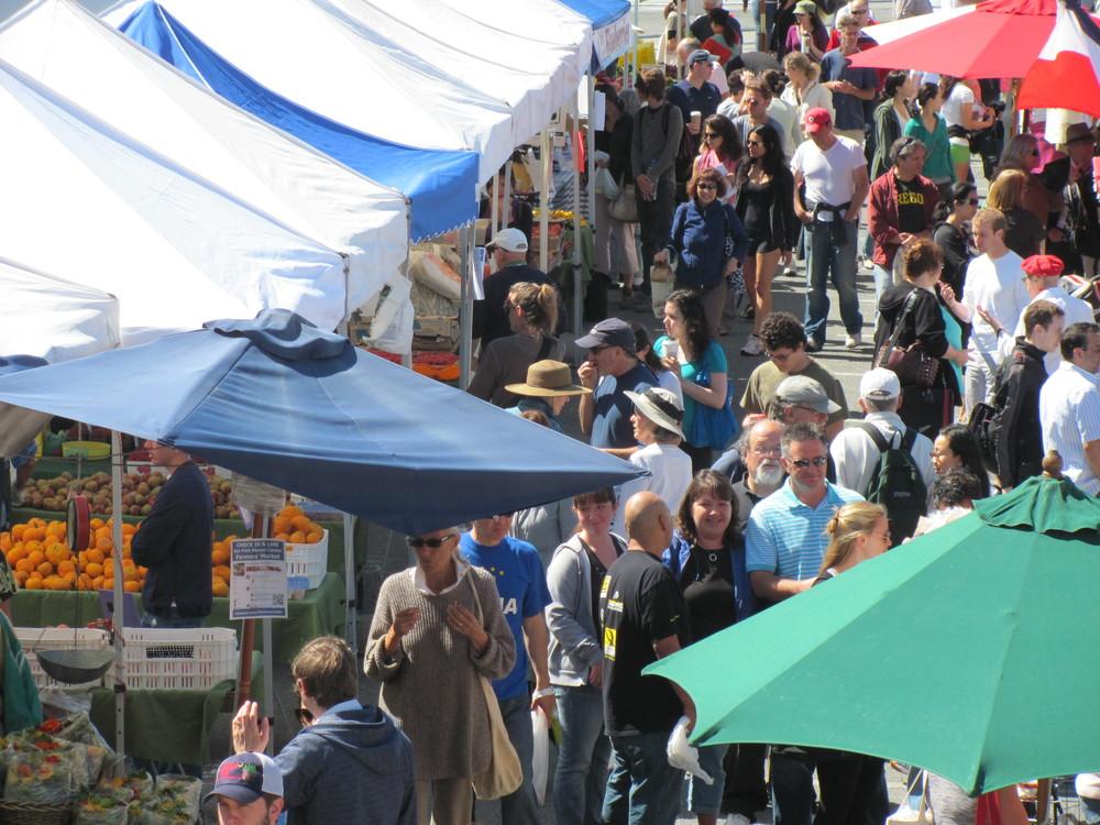 FMC crowded market A IMG_3127.JPG