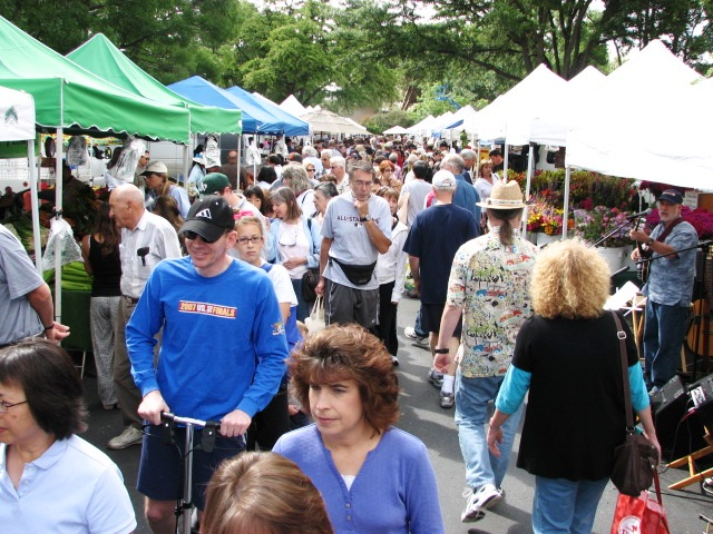 Diablo Valley Farmers' Market: Saturday crowd