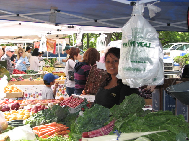 Saturday, Walnut Creek: Farmers' Market in Shadelands