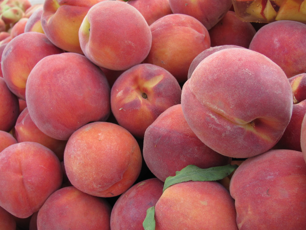Saratoga Farmers Market peaches